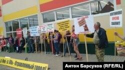 Жители села Плотниково на пикете