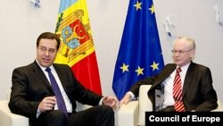 Președintele Cosiliului UE, Herman Van Rompuy cu președintele interimar Marian Lupu în martie la Bruxelles