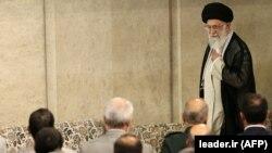 Իրանի գերագույն հոգևոր առաջնորդ Ալի Խամենեին հանդիպում է կառավարության անդամներին, Թեհրան, 23-ը մայիսի, 2018 թ.