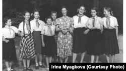 В 1954 году обучение в советских школах стало совместным. Фото из архива Ирины Мягковой