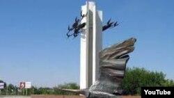 Chirchiqdagi tinchlik monumenti.