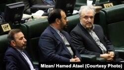 سعید نمکی (راست) در جلسه رأی اعتماد در روز دوشنبه ۱۵ بهمن