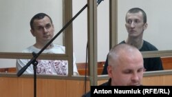 Олег Сенцов і Олександр Кольченко в залі суду 21 липня 2015 року