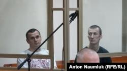 Олег Сенцов и Александр Кольченко в зале суда 21 июля 2015 года