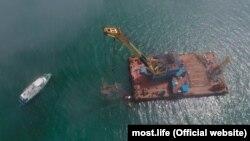 Поднятие самолета времен Второй Мировой войны со дна моря