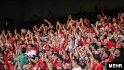 این نخستین بار است که یک تیم در فوتبال ایران و در لیگهای سراسری، چهار دوره پیاپی به قهرمانی میرسد.