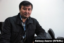 Участник слушаний Амир одобряет снос комплекса зданий на улице Желтоксан, 115. Алматы, 16 октября 2015 года.