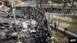 Группа украинских полицейских, присоединившихся к антиправительственной демонстрации в Киеве. 21.02.2014.