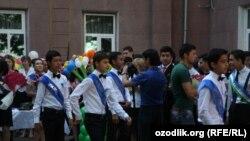 Выпускники 2014 года одной из средних школ в Ташкенте.