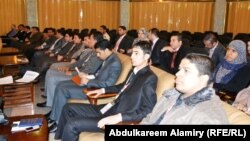 شبان عراقيون في في مؤتمر لبرلمان الشباب