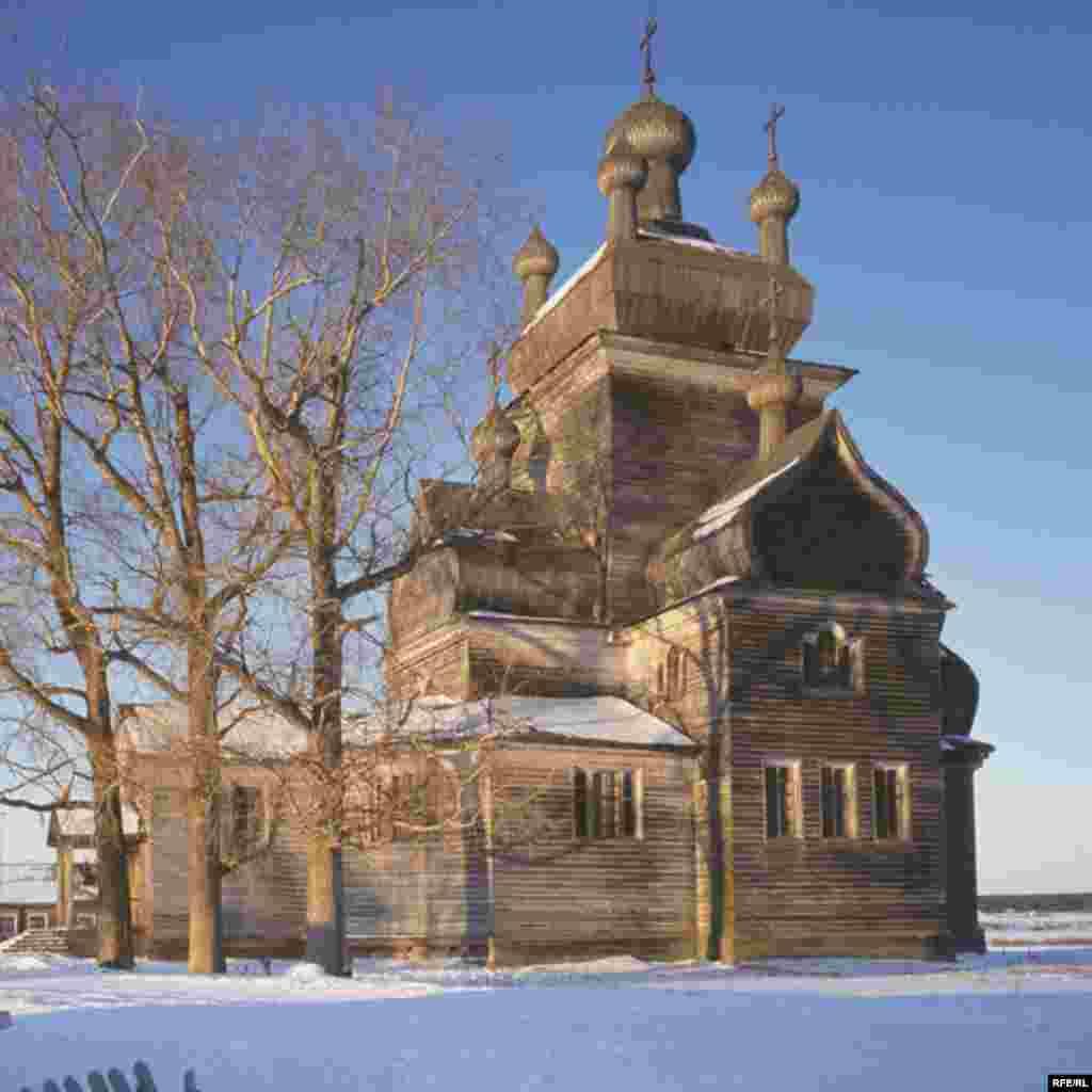 Russia's Vanishing Wooden Churches #24