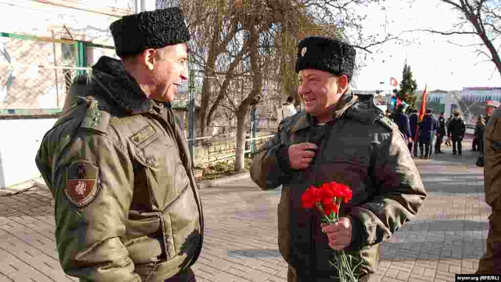 В Сквер воинов-интернационалистов на торжественный митинг прибыли казаки российского Севастопольского казачьего округа