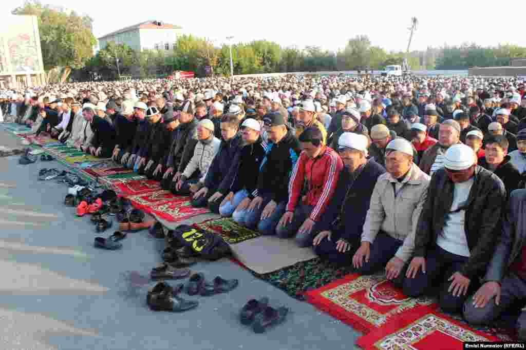 Многие верующие пришли на молитву вместе с детьми