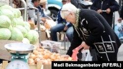 На базаре в Алматы.