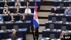 Zastava Hrvatske u Evropskom parlamentu na ceremoniji povodom pristupanja EU