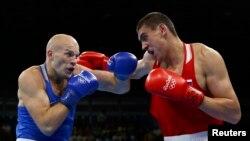Василий Левит (слева) и Евгений Тищенко во время финального боя. Рио-де-Жанейро, 15 августа 2016 года.