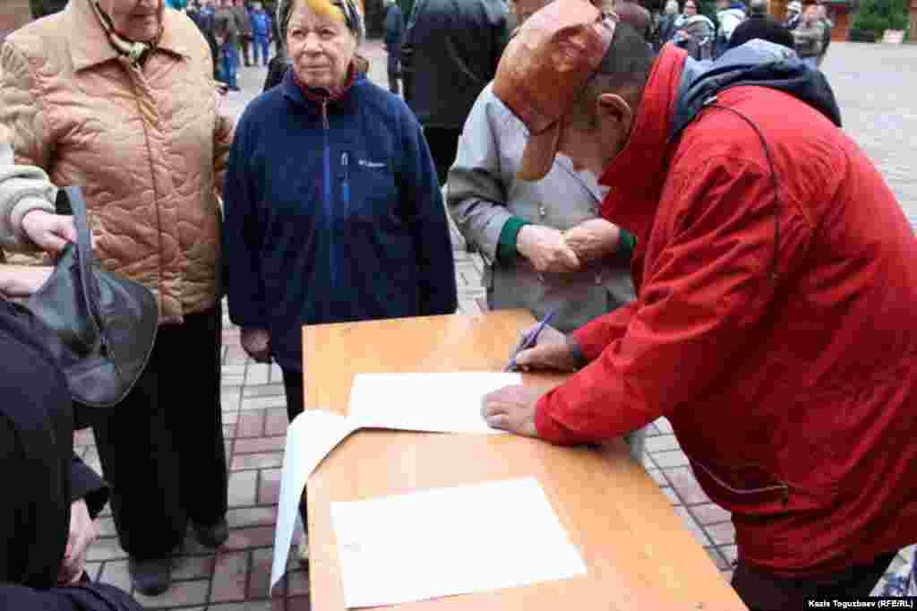 Сбор подписей под обращением к акиму города Алматы.