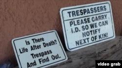 Предупредительные знаки на границе США и Мексики