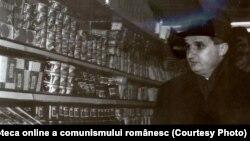 Piteşti, februarie 1965. Nicolae Ceauşescu vizitând noul magazin de autoservire din cartierul Bucureşti. Fototeca online a comunismului românesc; cota:49/1965