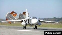 Фронтовий бомбардувальник СУ-24МР (саме на літаки цієї моделі не дозволили подивитися українським військовим експертам)