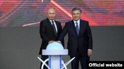 АЭС қурилишига Путин ва Мирзиëев Тошкентдан туриб 2018 йилда мажозий тугмачани босиш орқали старт берган эди.