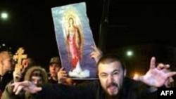 Первомайская акция «православной общественности» у ночного клуба в Москве