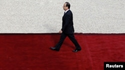 Newly elected French President Francois Hollande arrives at the Elysee Palace for the handover ceremony on May 15.