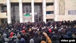 Митинг против строительства ЗИФ на месторождении Макмал. Казарман, 7 февраля 2018 года.