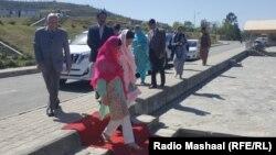 Лауреат Нобелевской премии мира Малала Юсуфзай вместе с семьей во время визита в Пакистан. 31 марта 2018 года.