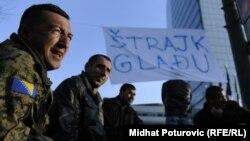 FOTOGALERIJA: Protest penzionisanih pripadnika Oružanih snaga BiH, mart 2012.
