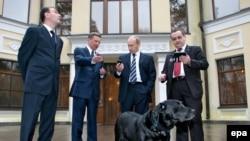 Одним из первых обладателей прибора ГЛОНАСС стала собака Владимира Путина - ещё в 2008 году