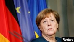 Ангела Меркел, нахуствазири Олмон.
