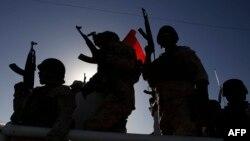 İraqın Kərbəla şəhərini qoruyan silahlılar