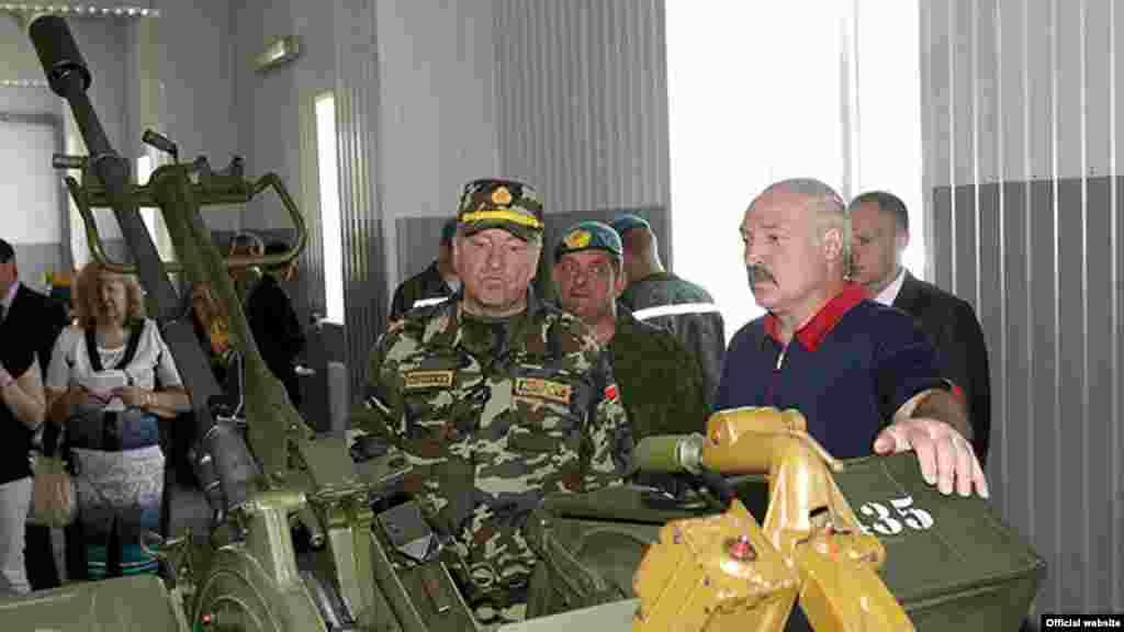 Лукашенко відвідує військовослужбовців, Вітебськ, 2014 рік