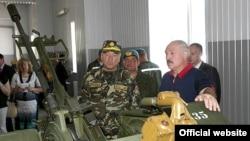 Аляксандар Лукашэнка падчас наведваньня 103-й асобнай гвардзейскай мабільнай брыгады сіл спэцыяльных апэрацый