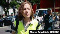 Vlast.kz сайтының тілшісі Данияр Молдабеков. Алматы, 9 мамыр 2019 жыл.