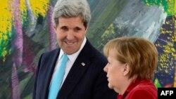 John Kerry və Angela Merkel