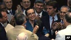 В августе 2011 года Гиффордс впервые после ранения появилась в Палате представителей. Теперь она окончательно сдала полномочия