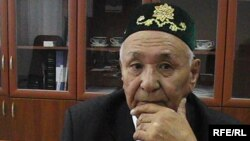 Профессор Закратдин Байдосов, предложивший Нурсултану Назарбаеву быть пожизненным президентом. Актобе, 22 сентября 2009 года.