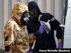 Эспэрты працуюць на месцы атручваньня ў Эймсбэры 6 ліпеня