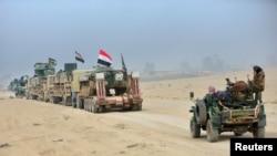 Колонна сил Народного ополчения Ирака (PMF) на подступе к иракскому городу Мосул. 31 октября 2016 года.