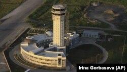 Довоенное фото. Донецкий аэропорт, 27 июня 2012 года