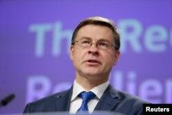 Valdis Dombrovskis, az Európai Bizottság alelnöke beszél a helyreállítási és ellenálló-képességet fokozó csomagról az Európai Bizottság központjában, Brüsszelben, Belgiumban 2020. május 28-án