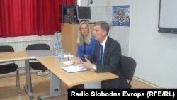 Американскиот амбасадор во Македонија, Пол Волерс одржа предавање пред студентите на Охридскиот факултет за туризам и угостителство на тема младите и претприемништвото.
