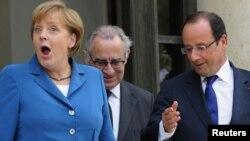 مستشارة المانيا ميركل والرئيس الفرنسي هولاند