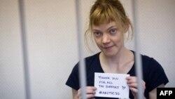 Njëra nga aktivistet e burgosura të Greenpeace
