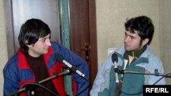 www.susmayaq.biz saytında yazışan gənclər - Ramin Hacılı və Ülvi Həsənli