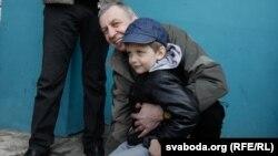 Андрій Санніков і його трирічний син Данік