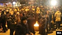 Протест на ВМРО-ДПМНЕ пред Кривичниот суд против апсењето нивни пратеници за насилствата од 27 април