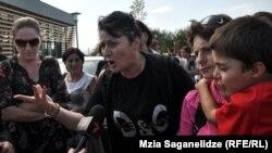 8-түрмедегі азаптау фактісіне қатысты наразылық танытушылар. Тбилиси, 19 қыркүйек 2012 жыл